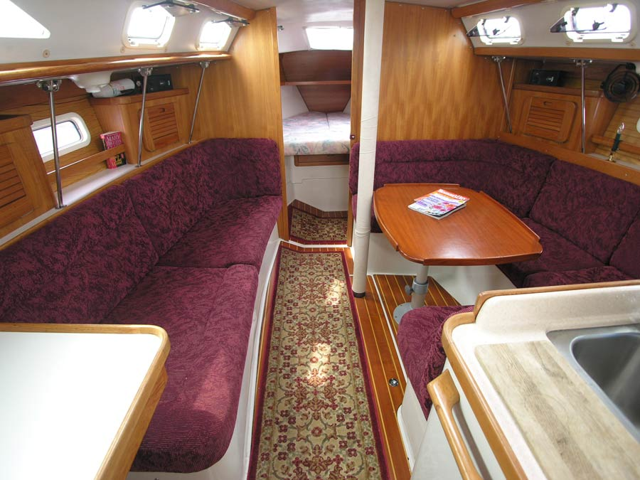 Click for larger view of Beneteau 281 salon