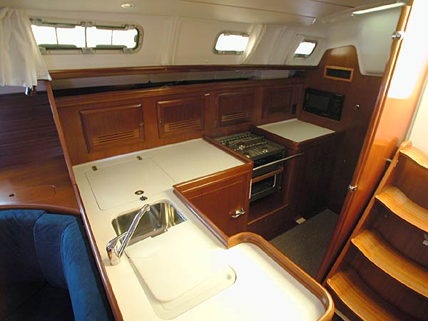 Click here for larger view of the Beneteau 473 galley