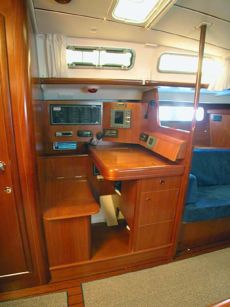 Click here for a larger view of the Beneteau 473 nav station