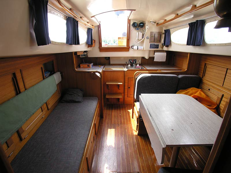 Catalina 400 aft stateroom with island bed - click for larger image