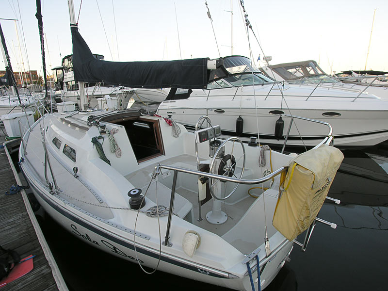 Ericson 28 for Sale - comfortable cockpit