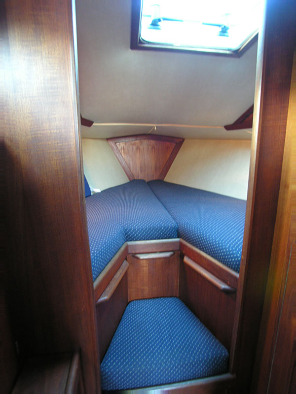 Ericson 28 for sale - vee berth