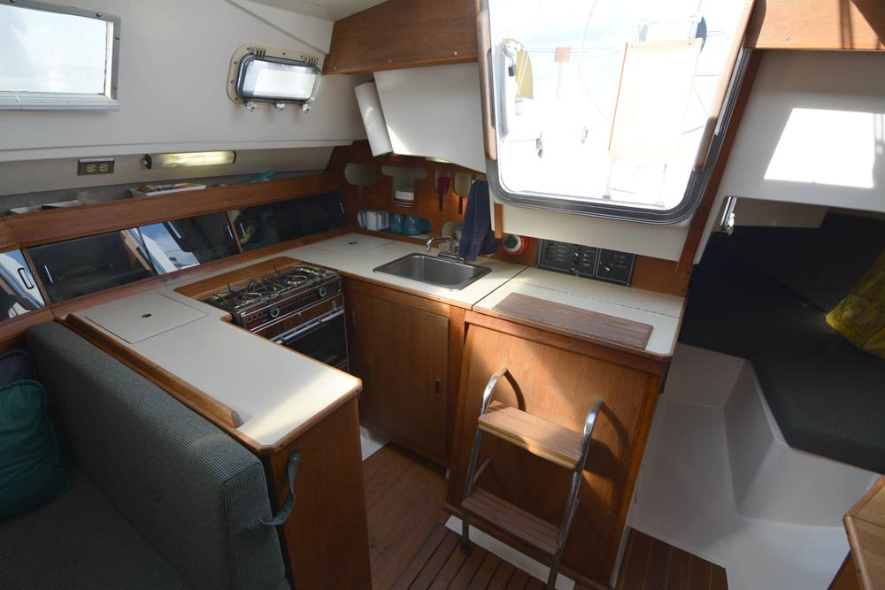 Hunter 31 1983 galley