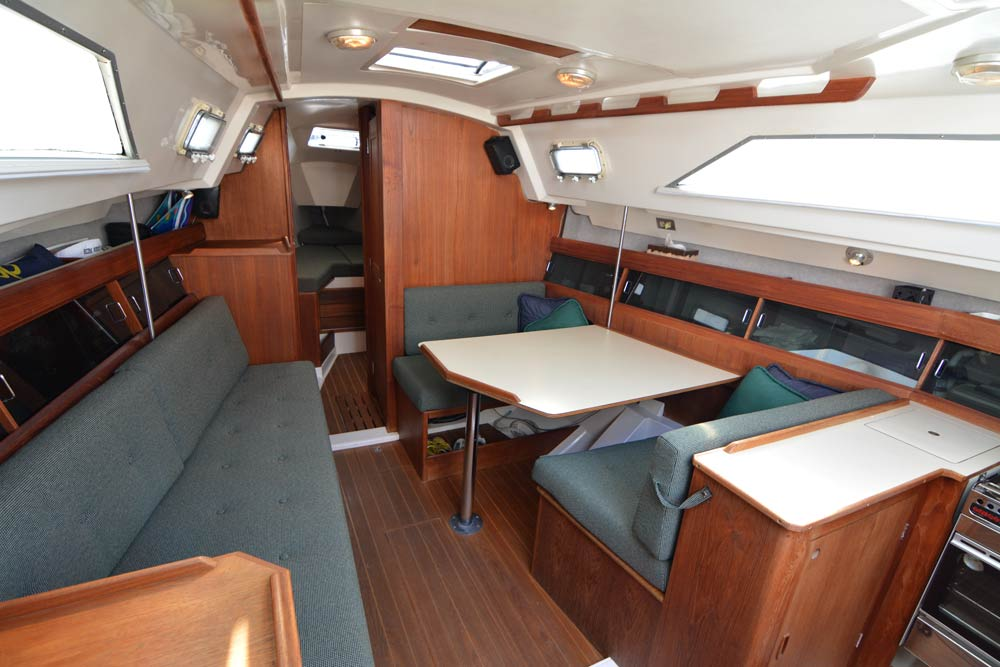 1983 Hunter 31 salon