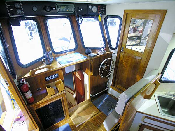 Legacy 32 Trawler pilothouse